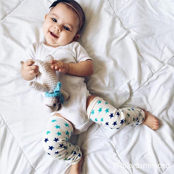 Гетры GlorYes! Звезды 1 параНоски и гетры<br>&amp;lt;p&amp;gt;Веселые и удобные гетры для малышей созданы для того, чтобы ножки ребенка были защищены при ползании, а маме было&amp;lt;strong&amp;gt; удобно менять подгузник &amp;lt;/strong&amp;gt;или трусики, не снимая штанишки.&amp;lt;/p&amp;gt;<br><br>&amp;lt;p&amp;gt;Надевайте с многоразовыми подгузниками, и ваш малыш будет самым стильным в песочнице!&amp;lt;/p&amp;gt;<br><br>&amp;lt;p&amp;gt;&amp;lt;strong&amp;gt;для защиты колен и согревания ножек&amp;lt;/strong&amp;gt;&amp;lt;br /&amp;gt;<br>&amp;lt;strong&amp;gt;мягкие и эластичные резинки&amp;lt;/strong&amp;gt;&amp;lt;br /&amp;gt;<br>подходят для надевания на ножки и ручки (у подросших деток)&amp;lt;br /&amp;gt;<br>&amp;lt;strong&amp;gt;длина&amp;lt;/strong&amp;gt;: 32 см&amp;lt;br /&amp;gt;<br>&amp;amp;nbsp;&amp;lt;/p&amp;gt;<br><br>&amp;lt;p&amp;gt;&amp;lt;strong&amp;gt;Как ухаживать&amp;lt;/strong&amp;gt;:&amp;lt;/p&amp;gt;<br><br>&amp;lt;p&amp;gt;1) рекомендуется деликатная стирка любыми средствами&amp;amp;nbsp;при температуре не выше 35&amp;amp;deg;С&amp;lt;br /&amp;gt;<br>2) можно&amp;amp;nbsp;сушить на батарее или полотенцесушителе&amp;lt;/p&amp;gt;<br><br>&amp;lt;p&amp;gt;&amp;lt;strong&amp;gt;Состав&amp;lt;/strong&amp;gt;: 85% хлопок, 15% спандекс&amp;lt;/p&amp;gt;<br>