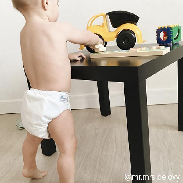 Многоразовый подгузник GlorYes! CLASSIC Молочный 3-15 кг + один вкладышМногоразовые подгузники<br>&amp;lt;p&amp;gt;&amp;lt;strong&amp;gt;Кто выбирает:&amp;amp;nbsp;&amp;lt;/strong&amp;gt;родители, которые хотят сэкономить или кому нужны подгузники для дневного пользования&amp;lt;/p&amp;gt;<br><br>&amp;lt;p&amp;gt;Многоразовый классический подгузник Classic &amp;amp;ndash; &amp;lt;strong&amp;gt;экономный вариант многоразового подгузника GlorYes!&amp;lt;/strong&amp;gt; Яркие однотонные расцветки, надежная защита от протеканий и очень привлекательная цена &amp;amp;ndash; все это делает подгузник Classic хорошим выбором среди тех, кто желает получить экономию и все базовые свойства многоразового подгузника.&amp;lt;/p&amp;gt;<br><br>&amp;lt;p&amp;gt;&amp;lt;strong&amp;gt;Надёжная защита от протекания:&amp;lt;/strong&amp;gt; дышащий водонепроницаемый верхний слой&amp;lt;br /&amp;gt;<br>&amp;lt;strong&amp;gt;Сухость для малыша:&amp;lt;/strong&amp;gt; сухой и мягкий внутренний слой&amp;lt;br /&amp;gt;<br>&amp;lt;strong&amp;gt;Вкладыш: &amp;lt;/strong&amp;gt;один вкладыш в комплекте&amp;lt;br /&amp;gt;<br>&amp;lt;strong&amp;gt;Экономия:&amp;lt;/strong&amp;gt; идеальное соотношение свойств и цены&amp;lt;br /&amp;gt;<br>&amp;lt;strong&amp;gt;Когда использовать:&amp;lt;/strong&amp;gt; днём, на дневной сон, для плавания (без использования вкладыша)&amp;lt;br /&amp;gt;<br>&amp;lt;strong&amp;gt;Кому: &amp;lt;/strong&amp;gt;для малышей от 3 до 15 кг, с рождения до 3 лет&amp;lt;br /&amp;gt;<br>&amp;lt;strong&amp;gt;Время использования:&amp;lt;/strong&amp;gt; 1,5-2 часа&amp;lt;/p&amp;gt;<br><br>&amp;lt;p&amp;gt;Хотите использовать подгузник для ночного сна? Докупите &amp;lt;a href=/diaperss/insertsfordiapers target=_blank&amp;gt;дополнительные вкладыши&amp;lt;/a&amp;gt; из конопли или угольного бамбука.&amp;lt;br /&amp;gt;<br>Чем этот подгузник отличается от других типов? Прочитайте сравнение &amp;lt;a href=/diaperss target=_blank&amp;gt;здесь&amp;lt;/a&amp;gt;.&amp;lt;/p&amp;gt;<br>