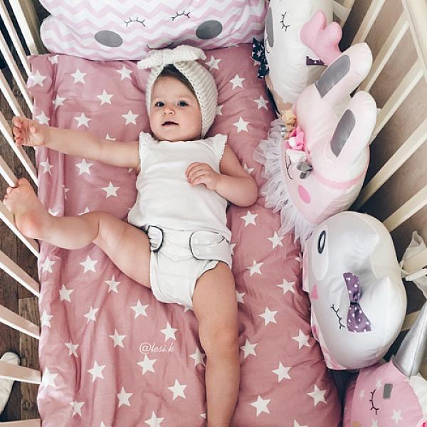 Многоразовый подгузник GlorYes! PREMIUM Молочный 3-18 кг + два вкладышаМногоразовые подгузники<br>&amp;lt;p&amp;gt;&amp;lt;strong&amp;gt;Кто выбирает:&amp;amp;nbsp;&amp;lt;/strong&amp;gt;родители, которые используют для себя и своих малышей только самое лучшее. Это идеальное решения для ночного сна с сухим натуральным слоем, красивыми расцветками и множеством дополнительных функций.&amp;lt;/p&amp;gt;<br><br>&amp;lt;p&amp;gt;Многоразовый угольно-бамбуковый подгузник Premium &amp;amp;ndash; &amp;lt;strong&amp;gt;лучший среди всех &amp;lt;a href=/diapers&amp;gt;многоразовых подгузников GlorYes!&amp;lt;/a&amp;gt;&amp;lt;/strong&amp;gt;, так как он впитывает большое количество влаги,&amp;amp;nbsp;поэтому он идеален для ночного сна, имеет дополнительные способы для защиты от протеканий, сухой и натуральный внутренний слой и яркие принты.&amp;lt;/p&amp;gt;<br><br>&amp;lt;p&amp;gt;&amp;lt;strong&amp;gt;Надёжная защита от протекания:&amp;lt;/strong&amp;gt; дышащий водонепроницаемый верхний слой&amp;lt;br /&amp;gt;<br>&amp;lt;strong&amp;gt;Сухой и натуральный внутренний слой&amp;lt;/strong&amp;gt; из угольного бамбука&amp;lt;br /&amp;gt;<br>&amp;lt;strong&amp;gt;Вкладыши: &amp;lt;/strong&amp;gt;два супервпитывающих вкладыша из натурального бамбука, которые можно прикрепить кнопками к подгузнику&amp;lt;br /&amp;gt;<br>&amp;lt;strong&amp;gt;Мягкие резинки &amp;lt;/strong&amp;gt;вокруг ножек и по талии:&amp;lt;strong&amp;gt; &amp;lt;/strong&amp;gt;новый дизайн для максимально комфортного прилегания&amp;lt;br /&amp;gt;<br>&amp;lt;strong&amp;gt;Защитные бортики &amp;lt;/strong&amp;gt;от протеканий&amp;lt;br /&amp;gt;<br>&amp;lt;strong&amp;gt;Вставка &amp;lt;/strong&amp;gt;от протеканий&amp;lt;br /&amp;gt;<br>&amp;lt;strong&amp;gt;Когда использовать:&amp;lt;/strong&amp;gt; днем, на дневной/ночной сон, на прогулку летом/зимой, для плавания (без использования вкладыша)&amp;lt;br /&amp;gt;<br>&amp;lt;strong&amp;gt;Кому: &amp;lt;/strong&amp;gt;для малышей от 3 до 18&amp;amp;nbsp;кг, с 
