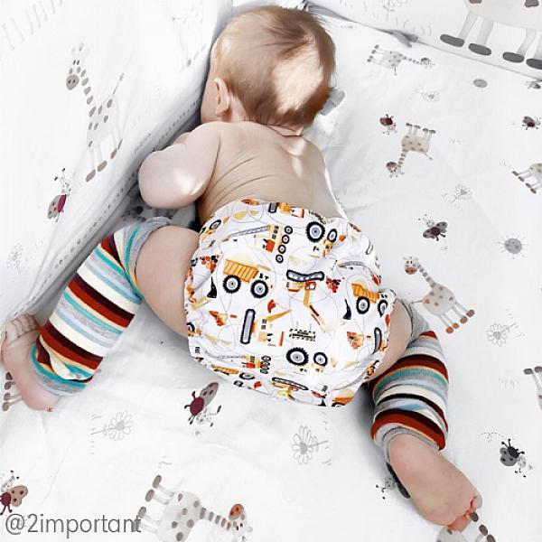 Гетры GlorYes! Светлые полоски 1 параНоски и гетры<br>&amp;lt;p&amp;gt;Веселые и удобные гетры для малышей созданы для того, чтобы ножки ребенка были защищены при ползании, а маме было&amp;lt;strong&amp;gt; удобно менять подгузник &amp;lt;/strong&amp;gt;или трусики, не снимая штанишки.&amp;lt;/p&amp;gt;<br><br>&amp;lt;p&amp;gt;Надевайте с многоразовыми подгузниками, и ваш малыш будет самым стильным в песочнице!&amp;lt;/p&amp;gt;<br><br>&amp;lt;p&amp;gt;&amp;lt;strong&amp;gt;для защиты колен и согревания ножек&amp;lt;/strong&amp;gt;&amp;lt;br /&amp;gt;<br>&amp;lt;strong&amp;gt;мягкие и эластичные резинки&amp;lt;/strong&amp;gt;&amp;lt;br /&amp;gt;<br>подходят для надевания на ножки и ручки (у подросших деток)&amp;lt;br /&amp;gt;<br>&amp;lt;strong&amp;gt;длина&amp;lt;/strong&amp;gt;: 32 см&amp;lt;br /&amp;gt;<br>&amp;amp;nbsp;&amp;lt;/p&amp;gt;<br><br>&amp;lt;p&amp;gt;&amp;lt;strong&amp;gt;Как ухаживать&amp;lt;/strong&amp;gt;:&amp;lt;/p&amp;gt;<br><br>&amp;lt;p&amp;gt;1) рекомендуется деликатная стирка любыми средствами&amp;amp;nbsp;при температуре не выше 35&amp;amp;deg;С&amp;lt;br /&amp;gt;<br>2) можно&amp;amp;nbsp;сушить на батарее или полотенцесушителе&amp;lt;/p&amp;gt;<br><br>&amp;lt;p&amp;gt;&amp;lt;strong&amp;gt;Состав&amp;lt;/strong&amp;gt;: 85% хлопок, 15% спандекс&amp;lt;/p&amp;gt;<br>