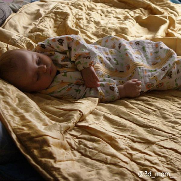 Спальный мешок GlorYes! (9 мес.-2,5 г.) СафариПеленки<br>&amp;lt;p&amp;gt;Обеспечьте спокойный и безопасный сон вашему малышу с 9 месяцев до 2,5 лет с помощью спального мешка из&amp;lt;strong&amp;gt; нежного муслина&amp;lt;/strong&amp;gt;. Теплый и уютный, он не препятствует естественным движениям малыша, создает комфортную среду для сна&amp;lt;/p&amp;gt;<br><br>&amp;lt;p&amp;gt;&amp;lt;strong&amp;gt;Безопасный сон&amp;lt;/strong&amp;gt;: мешок вместо одеяла, в котором малыш может запутаться и перегреться. Больше не нужно вставать и проверять, не раскрылся ли малыш&amp;lt;/p&amp;gt;<br><br>&amp;lt;p&amp;gt;&amp;lt;strong&amp;gt;Комфортный сон&amp;lt;/strong&amp;gt;: муслин делает мешок дышащим, легким и одновременно теплым. При комнатной температуре малышу спать очень комфортно&amp;lt;/p&amp;gt;<br><br>&amp;lt;p&amp;gt;&amp;lt;strong&amp;gt;Удобно для мамы и папы&amp;lt;/strong&amp;gt;: двойная застежка позволяет легко менять подгузник, не вынимая малыша из мешка&amp;lt;/p&amp;gt;<br><br>&amp;lt;p&amp;gt;&amp;lt;strong&amp;gt;Рукава отстегиваются&amp;lt;/strong&amp;gt;: отстегните рукава, если малыш спит в кофточке, или если в комнате жарко&amp;lt;/p&amp;gt;<br><br>&amp;lt;p&amp;gt;&amp;lt;strong&amp;gt;Длина мешка&amp;lt;/strong&amp;gt;: 92 см (размер 86-110&amp;amp;nbsp;см)&amp;lt;/p&amp;gt;<br><br>&amp;lt;p&amp;gt;&amp;lt;strong&amp;gt;Как ухаживать&amp;lt;/strong&amp;gt;: стирать при температуре не выше 40&amp;amp;deg;С, можно гладить. &amp;lt;strong&amp;gt;Рекомендация&amp;lt;/strong&amp;gt;: чтобы ткань оставалась нежной, не гладьте мешок, сушите в расправленном виде.&amp;lt;/p&amp;gt;<br><br>&amp;lt;p&amp;gt;Что такое муслин? Муслин - это мелкотканый материал из 100% хлопка. Ткань изготавливают из скрученных ниток полотняного переплетения. Она легкая и дышащая, но при этом теплая и уютная. Муслин славится своей прочностью и с каждой стиркой становится только мягче. За счет тонких, но прочных переплетений муслиновый мешок немного тянется и не сковывает движени