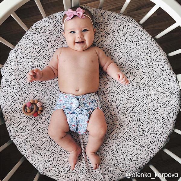 Многоразовый подгузник GlorYes! PREMIUM Алиса 3-18 кг + два вкладышаМногоразовые подгузники<br>&amp;lt;p&amp;gt;&amp;lt;strong&amp;gt;Кто выбирает:&amp;amp;nbsp;&amp;lt;/strong&amp;gt;родители, которые используют для себя и своих малышей только самое лучшее. Это идеальное решения для ночного сна с сухим натуральным слоем, красивыми расцветками и множеством дополнительных функций.&amp;lt;/p&amp;gt;<br><br>&amp;lt;p&amp;gt;Многоразовый угольно-бамбуковый подгузник Premium &amp;amp;ndash; &amp;lt;strong&amp;gt;лучший среди всех многоразовых подгузников GlorYes!&amp;lt;/strong&amp;gt;, так как он впитывает большое количество влаги,&amp;amp;nbsp;поэтому он идеален для ночного сна, имеет дополнительные способы для защиты от протеканий, сухой и натуральный внутренний слой и яркие принты.&amp;lt;/p&amp;gt;<br><br>&amp;lt;p&amp;gt;&amp;lt;strong&amp;gt;Надёжная защита от протекания:&amp;lt;/strong&amp;gt; дышащий водонепроницаемый верхний слой&amp;lt;br /&amp;gt;<br>&amp;lt;strong&amp;gt;Сухой и натуральный внутренний слой&amp;lt;/strong&amp;gt; из угольного бамбука&amp;lt;br /&amp;gt;<br>&amp;lt;strong&amp;gt;Вкладыши: &amp;lt;/strong&amp;gt;два супервпитывающих вкладыша из натурального бамбука, которые можно прикрепить кнопками к подгузнику&amp;lt;br /&amp;gt;<br>&amp;lt;strong&amp;gt;Мягкие резинки &amp;lt;/strong&amp;gt;вокруг ножек и по талии:&amp;lt;strong&amp;gt; &amp;lt;/strong&amp;gt;новый дизайн для максимально комфортного прилегания&amp;lt;br /&amp;gt;<br>&amp;lt;strong&amp;gt;Защитные бортики &amp;lt;/strong&amp;gt;от протеканий&amp;lt;br /&amp;gt;<br>&amp;lt;strong&amp;gt;Вставка &amp;lt;/strong&amp;gt;от протеканий&amp;lt;br /&amp;gt;<br>&amp;lt;strong&amp;gt;Когда использовать:&amp;lt;/strong&amp;gt; днем, на дневной/ночной сон, на прогулку летом/зимой, для плавания (без использования вкладыша)&amp;lt;br /&amp;gt;<br>&amp;lt;strong&amp;gt;Кому: &amp;lt;/strong&amp;gt;для малышей от 3 до 18&amp;amp;nbsp;кг, с рождения до 4&amp;amp;nbsp;лет&amp;lt;br /&amp;gt;<b