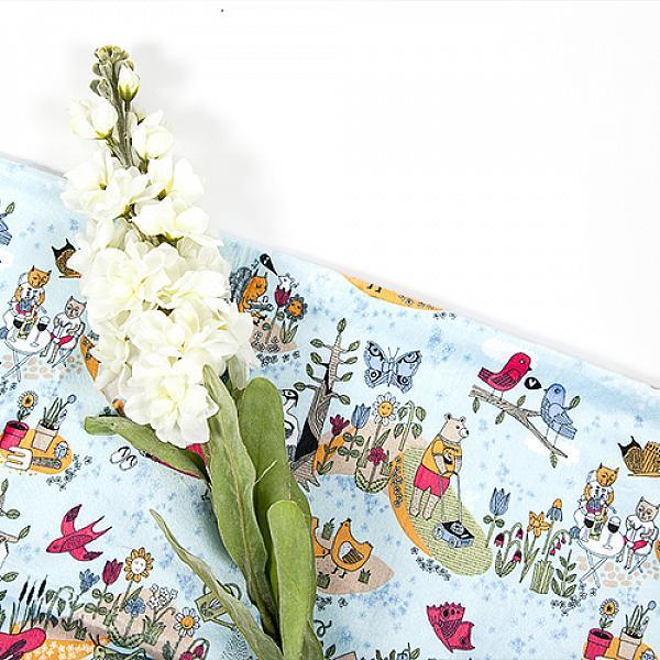 Непромокаемая пеленка GlorYes! На даче 80х68 смНепромокаемые пеленки<br>&amp;lt;p&amp;gt;Непромокаемая пеленка GlorYes! поможет вам каждый день&amp;lt;strong&amp;gt; во время кормления малыша&amp;lt;/strong&amp;gt; и &amp;lt;strong&amp;gt;переодевания одежды и подгузников&amp;lt;/strong&amp;gt;. Мягкая и дышащая, она будет комфортной для ребенка и защитит от протечек мебель и одежду.&amp;lt;/p&amp;gt;<br><br>&amp;lt;p&amp;gt;В отличие от старого способа &amp;amp;laquo;клеенка + пеленка&amp;amp;raquo;, непромокаемая пеленка имеет один слой, и ваш малыш не окажется на холодной и мокрой клеенке. Она легкая и необъемная, поэтому ее очень удобно захватить с собой в больницу, на массаж, в автокресло и т.д.&amp;lt;/p&amp;gt;<br><br>&amp;lt;p&amp;gt;- &amp;lt;strong&amp;gt;ткань:&amp;lt;/strong&amp;gt; непромокаемый и дышащий слой (PUL) с мягкой плюшевой поверхностью&amp;lt;br /&amp;gt;<br>- &amp;lt;strong&amp;gt;не пропускает влагу&amp;lt;/strong&amp;gt;: кровати и диваны надежно защищены&amp;lt;br /&amp;gt;<br>- &amp;lt;strong&amp;gt;дышит&amp;lt;/strong&amp;gt;: кожа ребенка не преет, малыш не потеет&amp;lt;br /&amp;gt;<br>- &amp;lt;strong&amp;gt;легко стирается&amp;lt;/strong&amp;gt; и быстро сохнет&amp;lt;br /&amp;gt;<br>- &amp;lt;strong&amp;gt;выдерживает более 2000 стирок&amp;lt;/strong&amp;gt;,&amp;amp;nbsp;не линяет и не теряет яркости&amp;lt;br /&amp;gt;<br>- &amp;lt;strong&amp;gt;используйте &amp;lt;/strong&amp;gt;для подстраховки при переодевании подгузника, при кормлении, срыгиваниях, в качестве коврика. Постелите в коляску, автокресло, положите на развивающий коврик, в кроватку и на пеленальный столик&amp;lt;br /&amp;gt;<br>- &amp;lt;strong&amp;gt;необъемная&amp;lt;/strong&amp;gt;: удобно брать с собой&amp;lt;br /&amp;gt;<br>- в течение дня ее можно протереть и продолжить использовать снова&amp;lt;br /&amp;gt;<br>- &amp;lt;strong&amp;gt;размер&amp;lt;/strong&amp;gt;: 80х68 см&amp;lt;/p&amp;gt;<br><br>&amp;lt;p&amp;gt;&amp;lt;strong&amp;gt;Как ухаживать: &amp;l