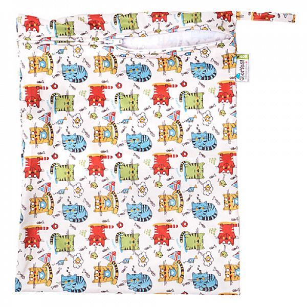 Непромокаемая сумка GlorYes! КотятаСумочки<br>&amp;lt;p&amp;gt;Непромокаемая сумочка для многоразовых подгузников, пеленок и трусиков от GlorYes!&amp;lt;/p&amp;gt;<br><br>&amp;lt;p&amp;gt;Идете в гости или на прогулку? Захватите &amp;lt;strong&amp;gt;легкую &amp;lt;/strong&amp;gt;и &amp;lt;strong&amp;gt;красивую &amp;lt;/strong&amp;gt;сумочку GlorYes! с собой. Положите в нее использованные подгузники, &amp;lt;strong&amp;gt;не опасаясь, что они протекут или будут пахнуть&amp;lt;/strong&amp;gt;.&amp;lt;/p&amp;gt;<br><br>&amp;lt;p&amp;gt;ткань:&amp;amp;nbsp;тонкий непромокаемый трикотаж&amp;lt;br /&amp;gt;<br>замочек, удобная ручка&amp;lt;br /&amp;gt;<br>размер: 30х40 см, вмещает&amp;lt;strong&amp;gt; до семи подгузников со вкладышами&amp;lt;/strong&amp;gt;&amp;lt;br /&amp;gt;<br>стильный аксессуар для современной мамы&amp;lt;/p&amp;gt;<br><br>&amp;lt;p&amp;gt;&amp;lt;strong&amp;gt;Как ухаживать&amp;lt;/strong&amp;gt;:&amp;lt;/p&amp;gt;<br><br>&amp;lt;p&amp;gt;1) стирать любыми средствами при температуре не выше 40&amp;amp;deg;С&amp;lt;br /&amp;gt;<br>2) не сушить на батарее или полотенцесушителе&amp;lt;br /&amp;gt;<br>3) не гладить&amp;lt;/p&amp;gt;<br><br>&amp;lt;p&amp;gt;&amp;lt;strong&amp;gt;Состав&amp;lt;/strong&amp;gt;: 100% полиэстер&amp;lt;/p&amp;gt;<br>