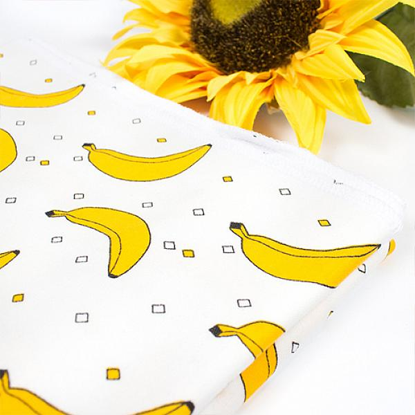 Трикотажная пеленка GlorYes! Бананы 100х83 смПеленки<br>&amp;lt;p&amp;gt;Пеленка, заслуживающая внимания заботливой мамы! Просто сравните ее с другими трикотажными пеленками, и вы поймете - да, это то, что мне нужно!&amp;lt;/p&amp;gt;<br><br>&amp;lt;p&amp;gt;&amp;lt;strong&amp;gt;Характеристики&amp;lt;/strong&amp;gt;&amp;lt;/p&amp;gt;<br><br>&amp;lt;p&amp;gt;- 100% хлопок&amp;amp;nbsp;не вызывает аллергии&amp;lt;br /&amp;gt;<br>- &amp;lt;strong&amp;gt;суперкачественный&amp;lt;/strong&amp;gt;&amp;amp;nbsp;нежнейший трикотаж&amp;lt;br /&amp;gt;<br>- мягкая и приятная для нежной кожи малыша&amp;lt;br /&amp;gt;<br>- хорошо тянется, мягко облегает тело малыша, создавая безопасную и уютную среду&amp;lt;br /&amp;gt;<br>- легко стирается и остается мягкой&amp;lt;br /&amp;gt;<br>- размер: 100x83 см&amp;lt;/p&amp;gt;<br><br>&amp;lt;p&amp;gt;&amp;lt;strong&amp;gt;Как использовать?&amp;lt;/strong&amp;gt;&amp;amp;nbsp;Универсальная трикотажная пеленка идеальна для повседневного использования самыми разными способами:&amp;lt;/p&amp;gt;<br><br>&amp;lt;p&amp;gt;&amp;lt;strong&amp;gt;1)&amp;amp;nbsp;&amp;amp;nbsp;&amp;amp;nbsp;&amp;amp;nbsp; Для пеленания малыша.&amp;lt;/strong&amp;gt;&amp;amp;nbsp;Трикотажная&amp;amp;nbsp;пеленка не сковывает ручки и ножки малыша и при этом облегает тело ребенка, успокаивая его, словно мамины объятия. &amp;lt;strong&amp;gt;В отличие от пеленок из фланели или ситца&amp;lt;/strong&amp;gt;, в такой пеленке ребенок сможет двигаться.&amp;amp;nbsp;Пеленка обеспечит новорожденному ребенку более спокойный и длительный сон.&amp;lt;/p&amp;gt;<br><br>&amp;lt;p&amp;gt;&amp;lt;strong&amp;gt;2)&amp;amp;nbsp;&amp;amp;nbsp;&amp;amp;nbsp;&amp;amp;nbsp; &amp;lt;/strong&amp;gt;&amp;lt;strong&amp;gt;Как мягкая подстилка для смены подгузника и переодевания&amp;lt;/strong&amp;gt;&amp;lt;/p&amp;gt;<br><br>&amp;lt;p&amp;gt;&amp;lt;strong&amp;gt;3)&amp;amp;nbsp;&amp;amp;nbsp;&amp;amp;nbsp;&amp;amp;nbsp;&amp;lt;/strong&amp;gt; &amp;lt;strong&amp;gt;Как впитывающая ткань.&am